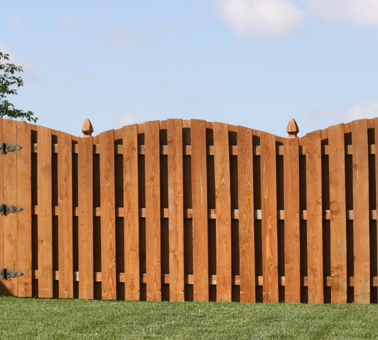 AFC Sioux City - Wood Fencing, 1010 6' board on board overscallop stained