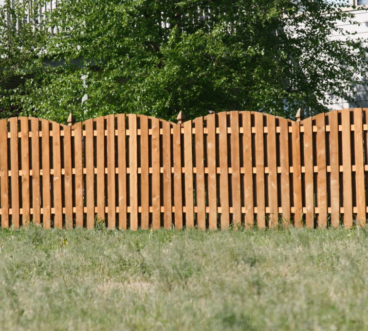 AFC Sioux City - Wood Fencing, 1013 6' overscallop board on board stained