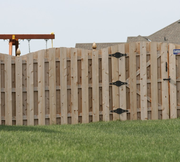 AFC Sioux City - Wood Fencing, 1017 Board-on-board Overscallop
