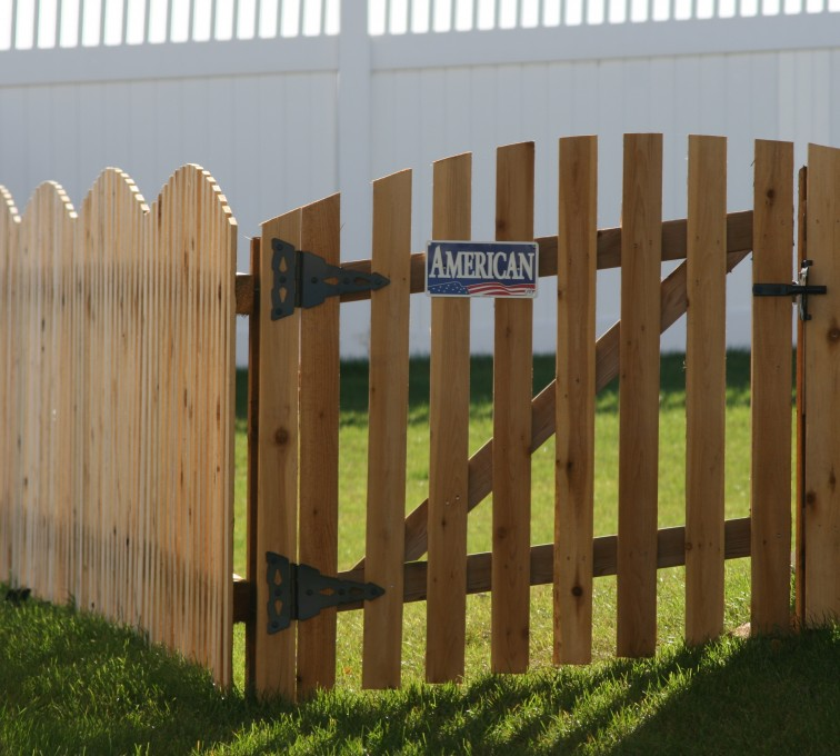 AFC Sioux City - Wood Fencing, 1019 Wood 4' overscallop Picket