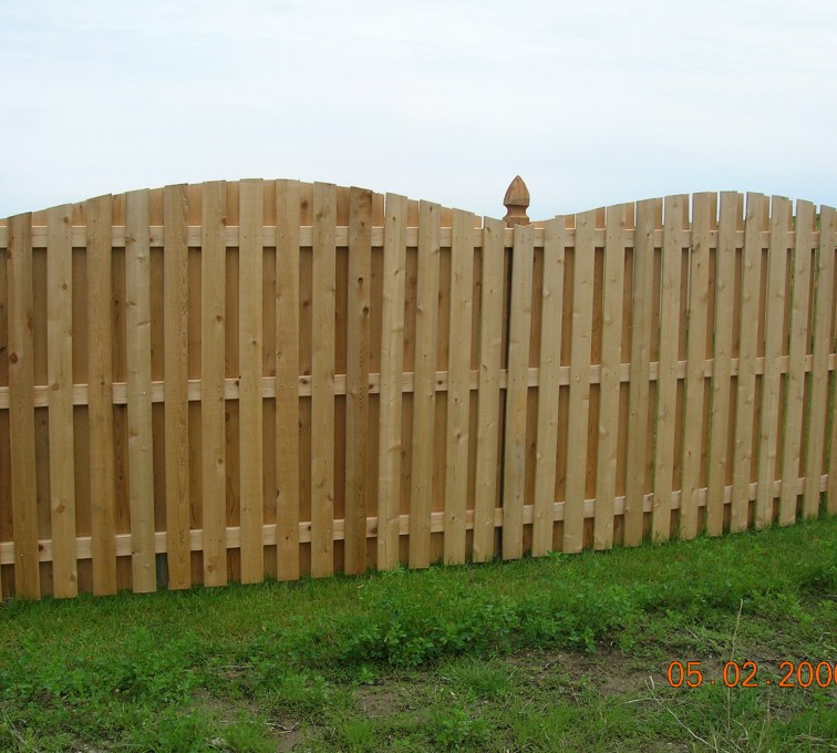AFC Sioux City - Wood Fencing, 1048 1x4x4 Board on Board overscallop