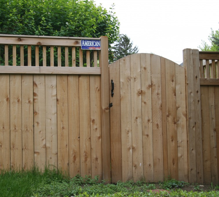 AFC Sioux City - Wood Fencing, 1065 Custom Solid with Accent Top Gate