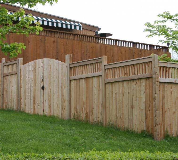 AFC Sioux City - Wood Fencing, 1066 Custom Solid with Accent Top Gate