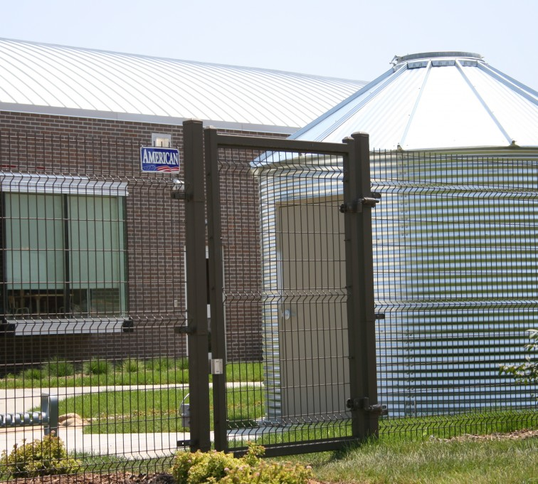 AFC Sioux City - Pedestrian wire mesh gate and fencing