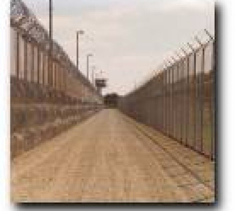 AFC Sioux City - Deadman Zone with concertina wire at a prison