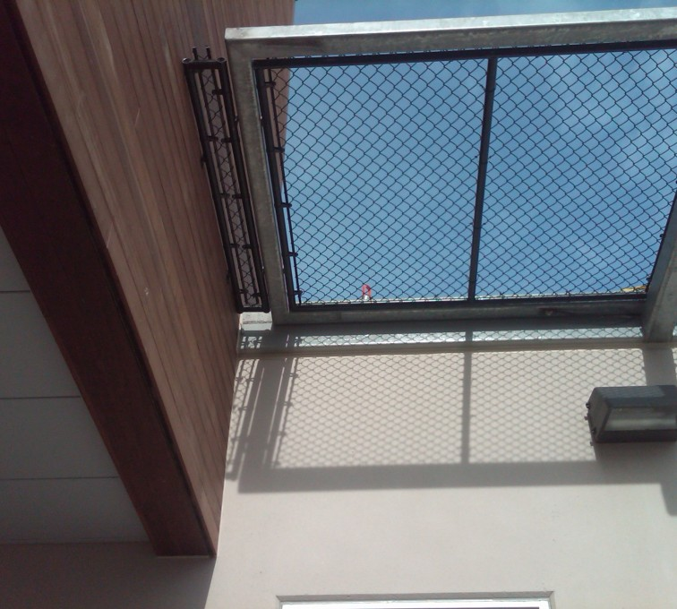 AFC Sioux City - Hospital roof chainlink guard edging