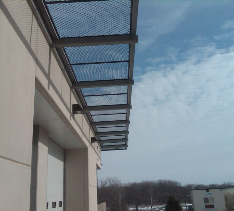 AFC Sioux City - Black vinyl coated chain link roof walkway