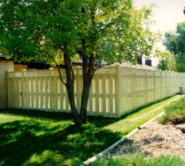 AFC Sioux City - Vinyl Fencing, Board-on-board tan with lattice (800)