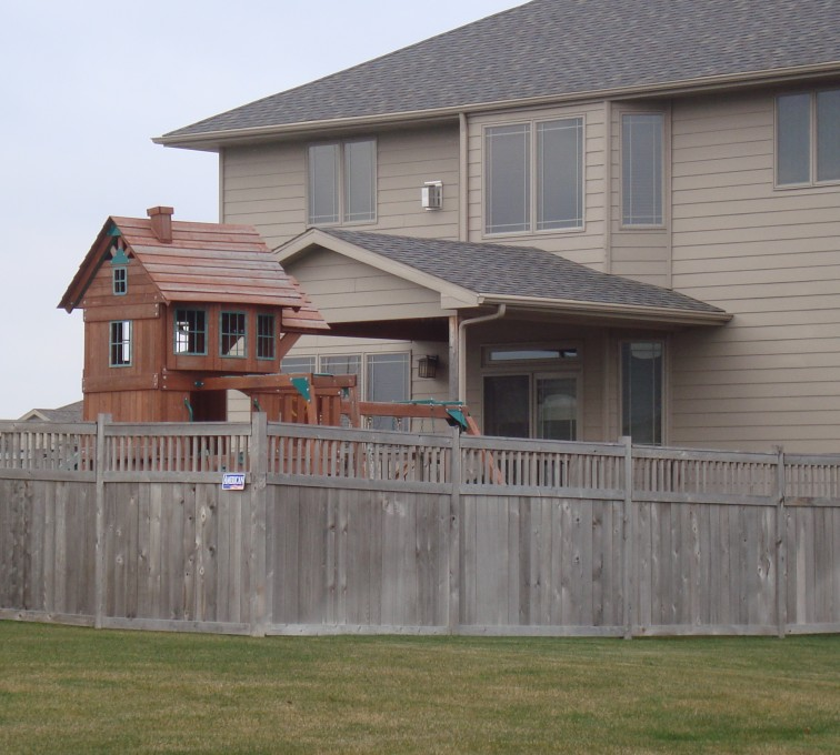 AFC Sioux City - Wood Fencing, Cedar Privacy with Picket Accent AFC, SD