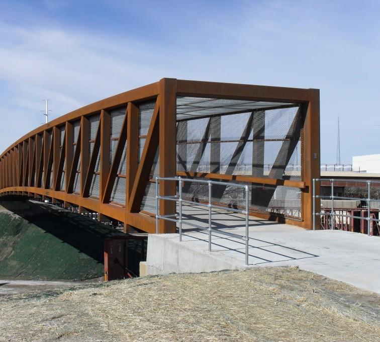 AFC Sioux City - Chain link bridge