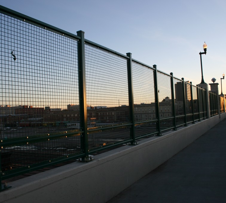 AFC Sioux City - Wire mesh traffic fencing