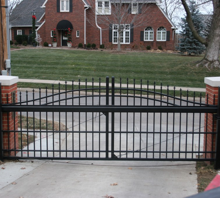 AFC Sioux City - Residential Over Arch Cantilever Slide Gate