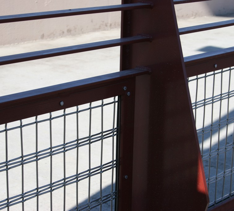 AFC Sioux City - Close up of 2 railing rails and wire infill