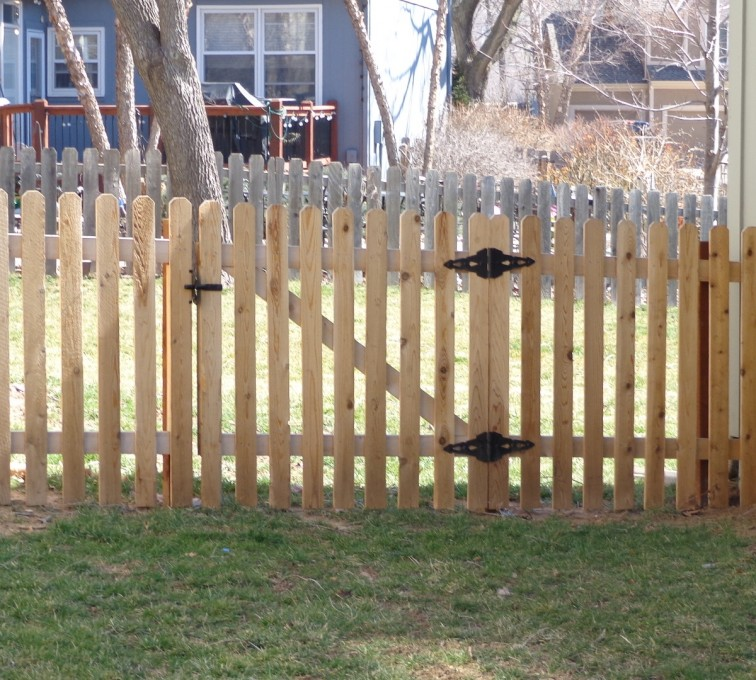 AFC Sioux City - Wood Fencing, 4' Picket - AFC-KC